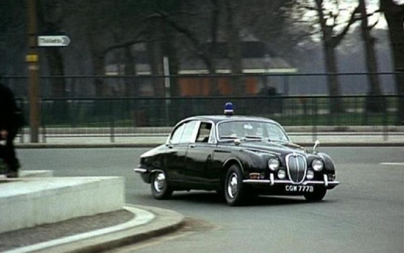Jaguar S-type (Ограбление, 1967)